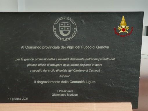 Il presidente della Liguria in visita ai vigili del fuoco di Genova porta i saluti istituzionali