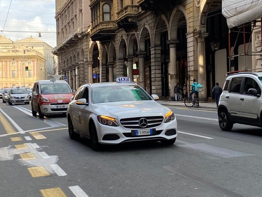 Code, lunghe attese e disagi per prendere un taxi nel centro cittadino. La cara giornata da incubo per gli utenti