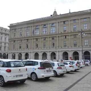 """Tassisti in Regione, Toti: """"2 milioni di euro per i taxi. Sosteniamo la categoria e la mobilità delle fasce deboli"""""""