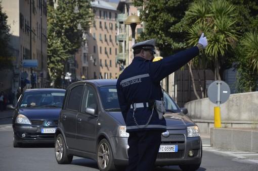 Settimana di controlli per la municipale: 31 patenti ritirate e quasi 800 sanzioni per il cellulare alla guida