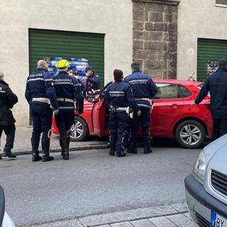 Panico in via Buranello a Genova: la Polizia locale risolve riportando la situazione alla normalità