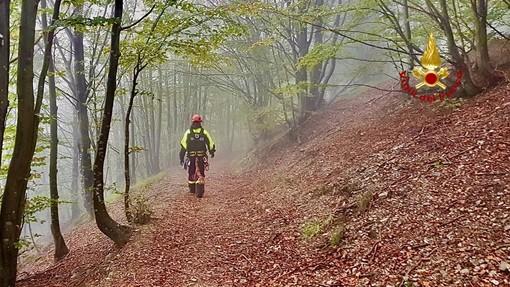 Escursionista ottantenne cade e si infortuna: soccorso da vigili del fuoco e croce rossa