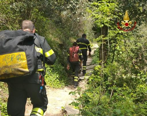 Doppio intervento dei vigili del fuoco nel levante genovese, lungo il sentiero che porta ai laghetti alle spalle di Nervi
