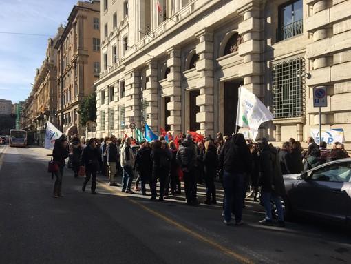 Lavoratori di Agenzia delle Entrate e delle Dogane in piazza per chiedere investimenti e assunzioni (VIDEO)
