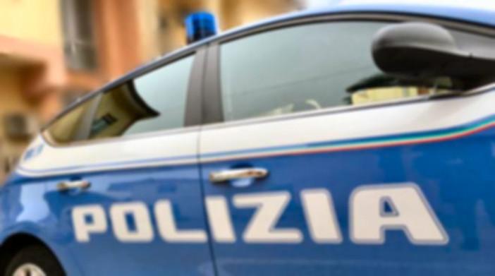 Aggredisce due poliziotti fuori servizio ed estrae una pistola caricata a salve. Arrestato 20enne